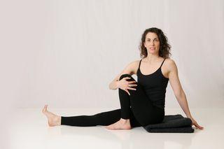 Maricyasana III, laura erdman-luntz, muselaura, muselan, upper back, yoga, hatha yoga