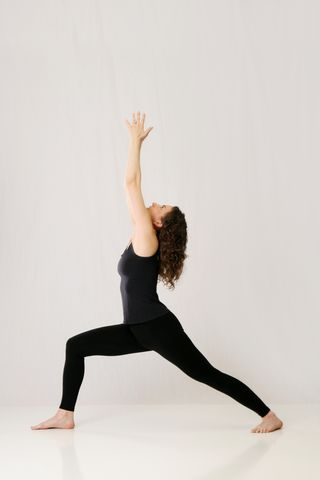 musasana, museasana, muselan, laura erdman-luntz, yoga, hatha yoga, virabhadrasana, virabhadrasana I, warrior pose, warrior I pose, groundedness, being grounded