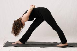 yoga pose of the month, parsvottanasana, extended side stretch, yoga, hatha yoga, laura erdman-luntz, musean, muselaura, musasana, museasana
