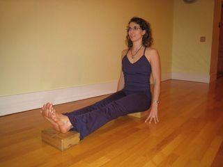 muselaura, laura erdman-luntz, muselan, musasana, museasana, yoga, hatha yoga, yoga pose, study one yoga pose a month, dandasana, staff pose